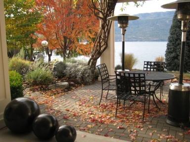 cozy-fall-patio-decor-ideas-26.jpg