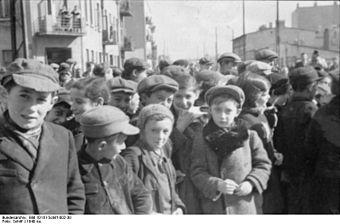 Bundesarchiv_Bild_101III-Schilf-002-30,_Polen,_Ghetto_Litzmannstadt,_Bewohner