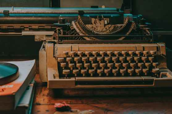 close up photo of vintage typewriter