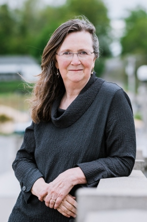 Elizabeth Garber Author photo 1